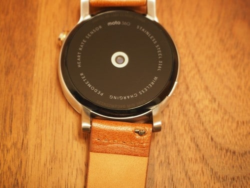 moto360-2nd-tylt-band16